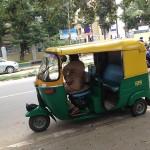 世界最安値のタクシー?!インドで頻繁に利用する交通手段とインドの交通事情とは